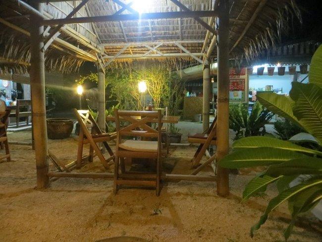 Кафе с бамбуковой мебелью