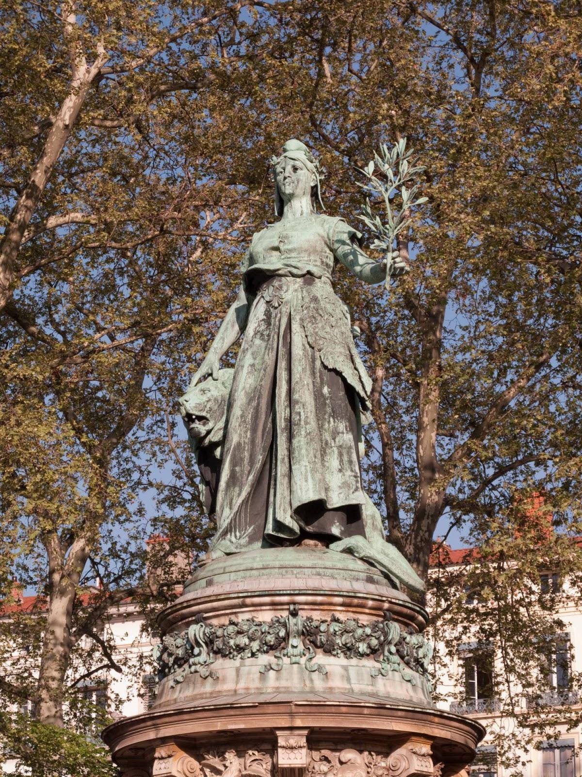 Statue représentant la République - Place Carnot