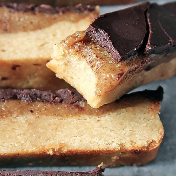 PALEO HOMEMADE TWIX BARS #Healthy #baking