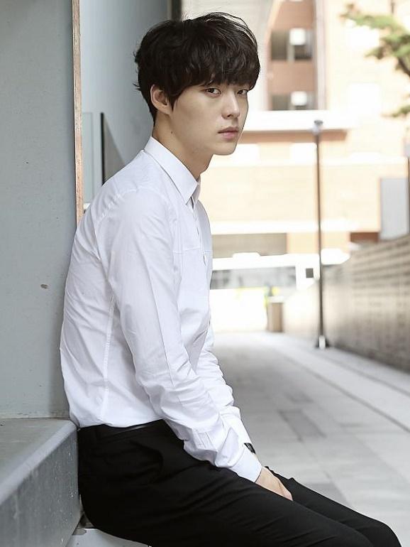 Artis selebriti Korea di drama Blood ; Ahn Jae Hyun serta Goo Hye Sun Resmi Pacaran