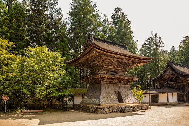 Shōrō del templo :: Canon EOS5D MkIII   ISO100   Canon 24-105@24mm   f/6.3   1/80s