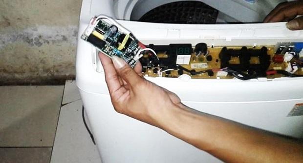 Memperbaiki Mesin Cuci Mati Hidup Merek Samsung