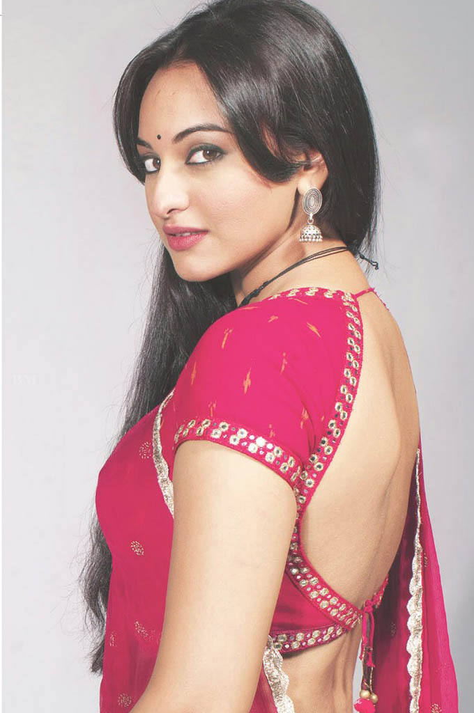 Actress sonakshi sinha hot