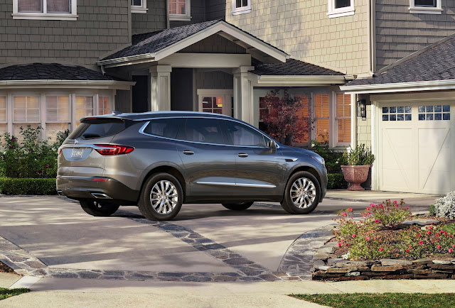 Side rear view of 2018 Buick Enclave