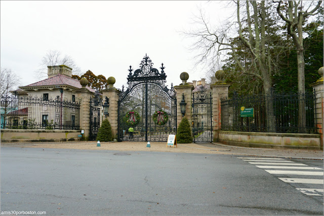Entrada a The Breakers, Newport