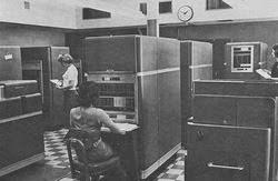 Tahun 1941, seorang insinyur asal Jerman yang bernama Konrad Zuse membuat sebuah komputer, Z3, untuk mendisain pesawat terbang bersama pun peluru kendali. Komputer pada Generasi pertama ini dapat dikarakteristikan dengan fakta bahwa instruksi operasi dibuat secara spesifik untuk tugas tertentu.