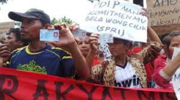 Warga yang Tinggal di Kolong Tol di Penjaringan Demo Ahok