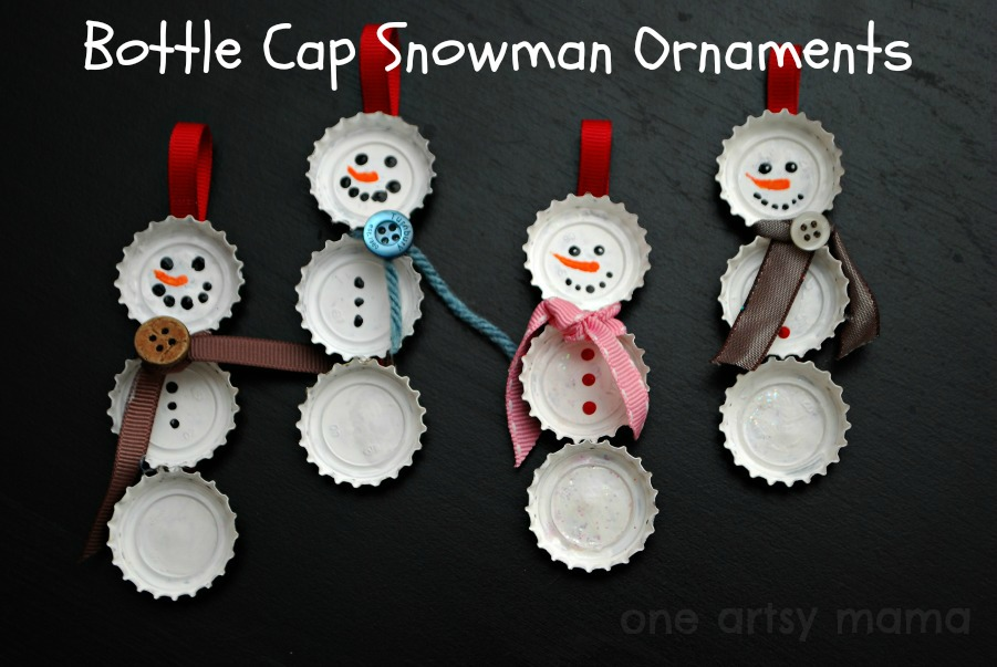 Kroonkurk Sneeuwman Ornament | Verbluffende zelfgemaakte kerstversieringen die je kunt maken met een beperkt budget | Kerst ornamenten om pinterest te maken