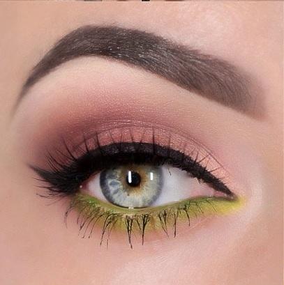 مكياج العين باللون  الفسفوري