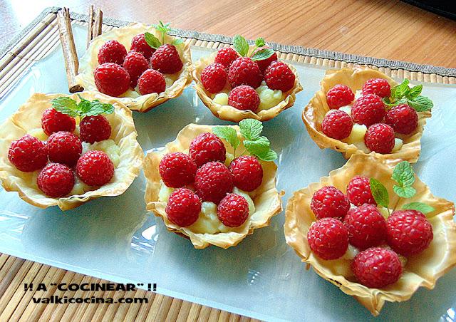 Tartaletas de pasta filo con crema pastelera y frambuesas