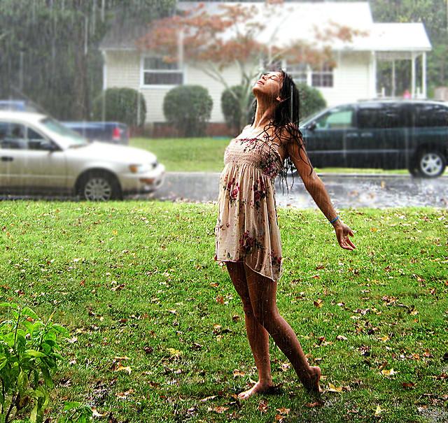 woman standing in the rain 30997 loadtve