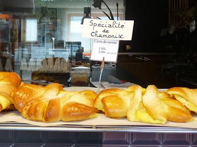 シャモニー名物のカスタードクリーム入りのブリオッシュ『クロワ・ド・サヴォワ Croix de Savoie』