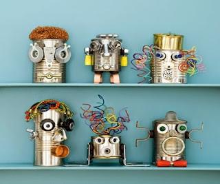 Robots hechos con latas recicladas