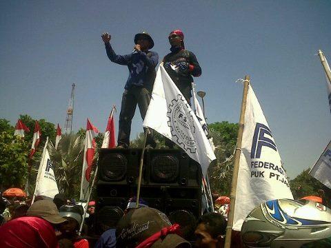 Ratusan Buruh Cikarang Unjuk Rasa ke Jakarta