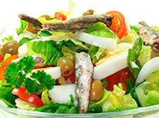 Foto de una comida de anchovetas (Ensalada)