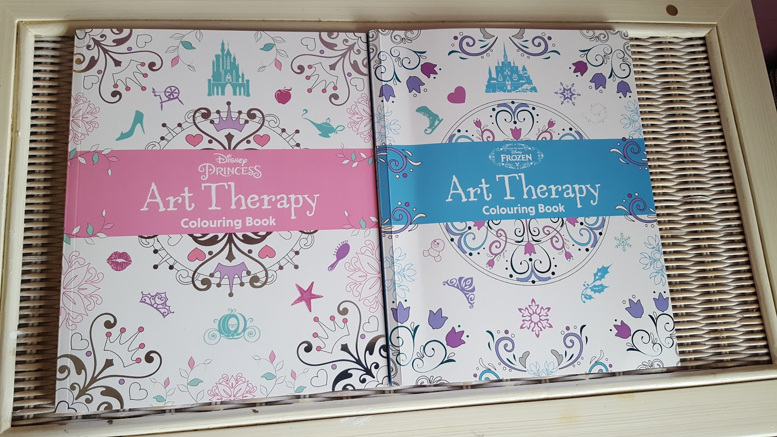 Disney princess art therapy colouring book - The 2 Books I Have Been Sent Combine My Love For Adult Colouring And My Love Of Disney The Dinsey Princess Art Therapy Book And The Frozen Art Therapy Book