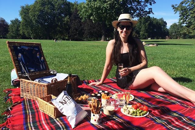 Regents Park picnic - London lifestyle blogger Emma Louise Layla