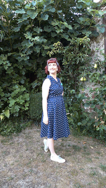 look rockabilly avec robe lindybop à coeurs