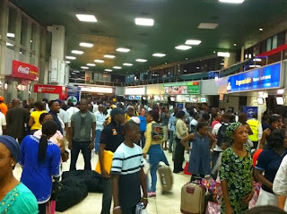 4 Arriving Passengers From US Collapse At Muritala Mohammed Airport Lagos Due To Heat!