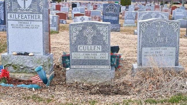 Όπως σε έναν εφιάλτη: Μια γυναίκα έπεσε στον τάφο των γονιών της!
