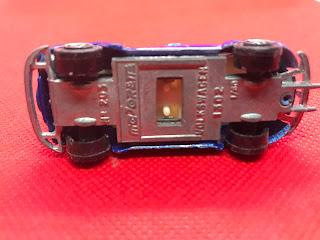 フォルクススワーゲン ビートル1302 のおんぼろミニカーを底面から撮影