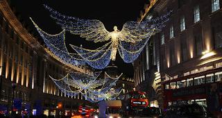 Στο Λονδίνο άναψαν τα πρώτα Χριστουγεννιάτικα φωτάκια και είναι σκέτη μαγεία