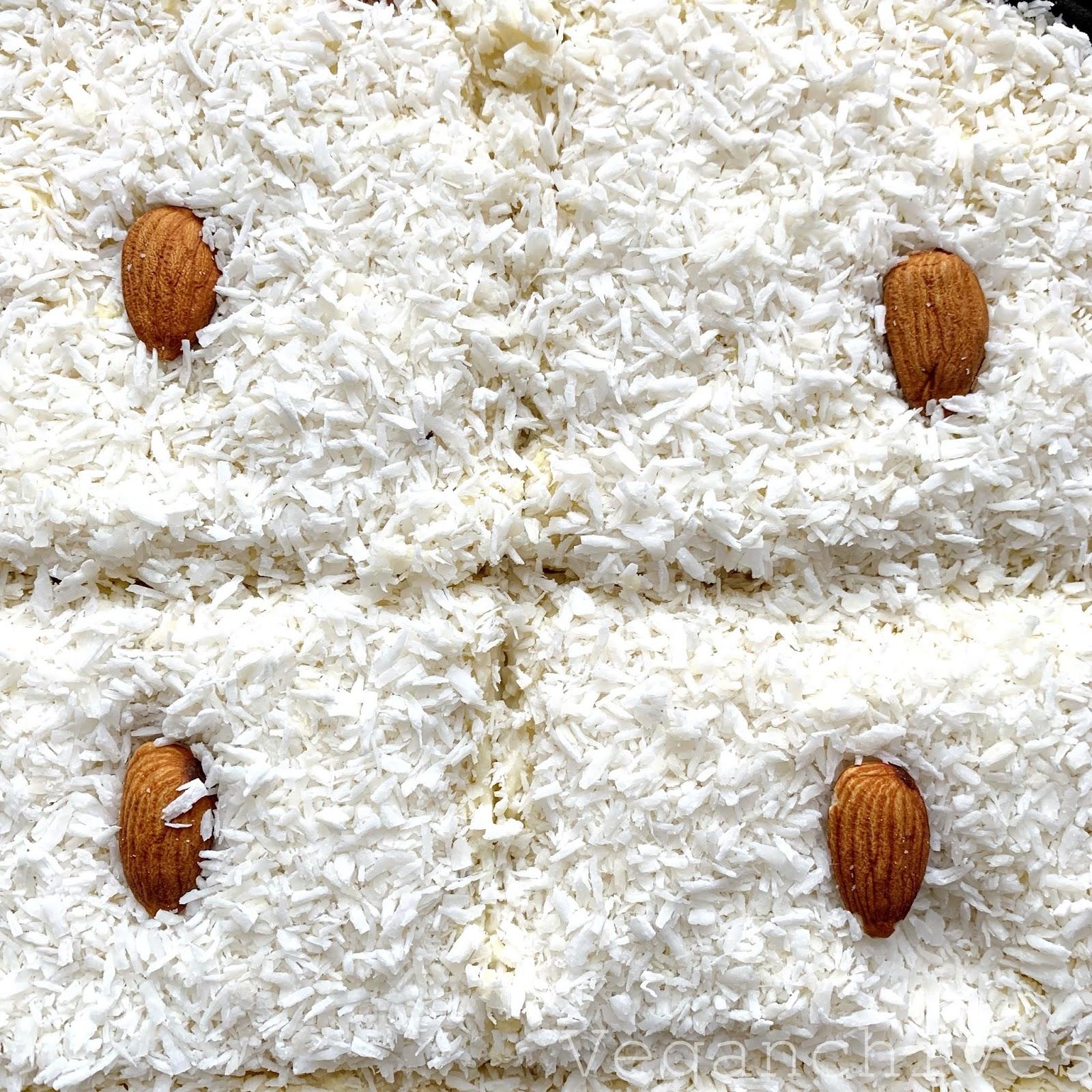 Wegańskie raffaello z kaszy jaglanej i mleczka kokosowego.