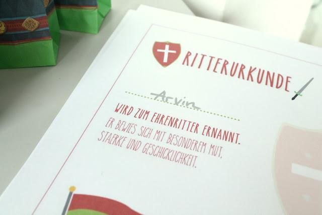 Ritter Urkunde Rittergeburtstag Ritter Kuchen Kindergeburtstag Mottoparty Ritterburg Tafelrunde Jules kleines Freudenhaus