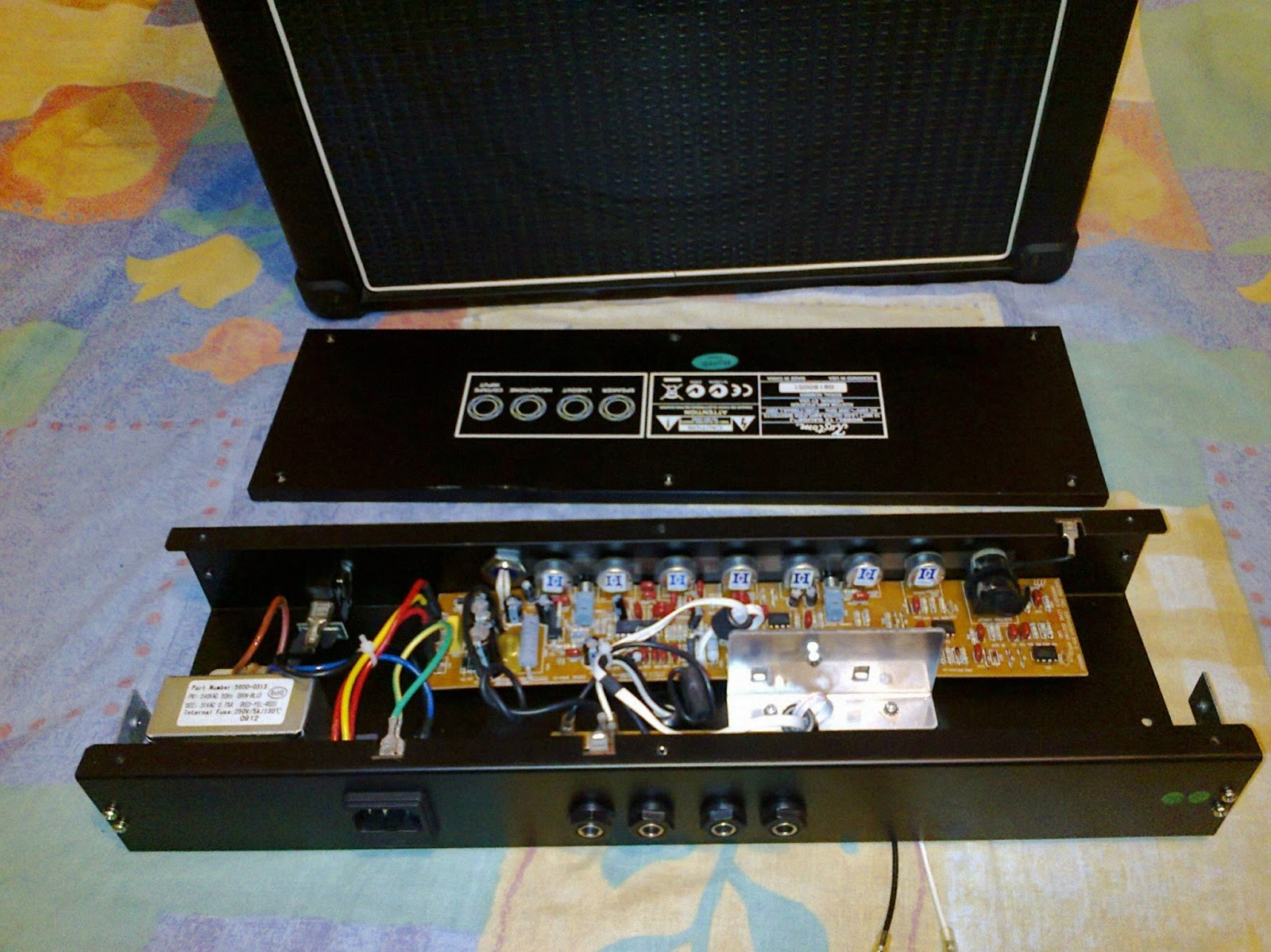 here are a few pictures of the amp: