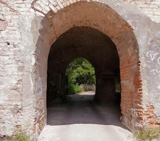 Клевань. Замок Чарторийських. Ширина стін до 3 метрів