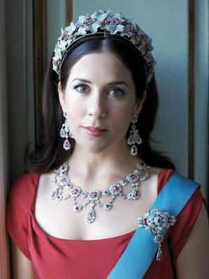 The Royal Order of Sartorial Splendor: Royal Splendor 101: Tiara
