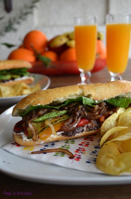 Σάντουιτς με λαχανικά και κατσικίσιο τυρί