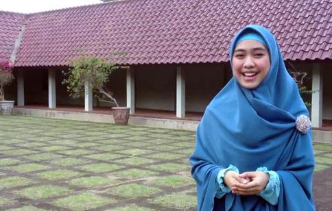 Bacaan Al Qur'an Oki Setiana Dewi Dianggap Masih Acakadut, Video Ini Membantah Tuduhan Tersebut