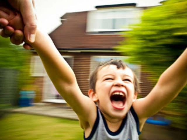 تحذير لكل اب وام حركة خطيرة قد تتسبب فى تشويه اطفالكم !! تعرفوا عليها