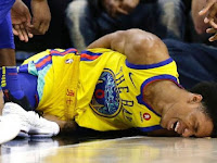 Hard fall forces Warriors' Patrick McCaw to leave game on stretcher
