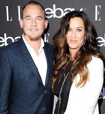 Foto de Alanis Morissette junto a su pareja