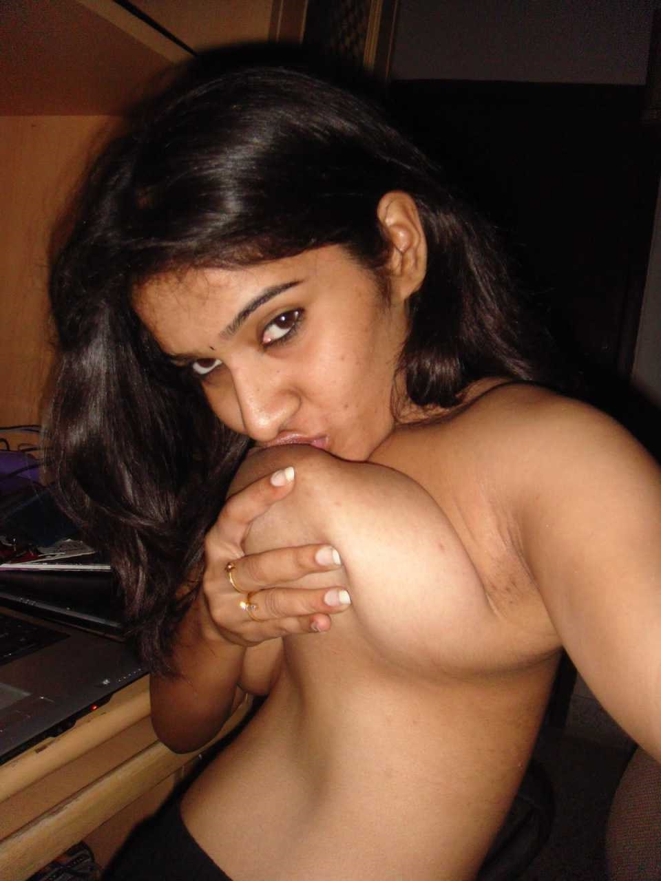 hot kerala girl fucked nude on bed