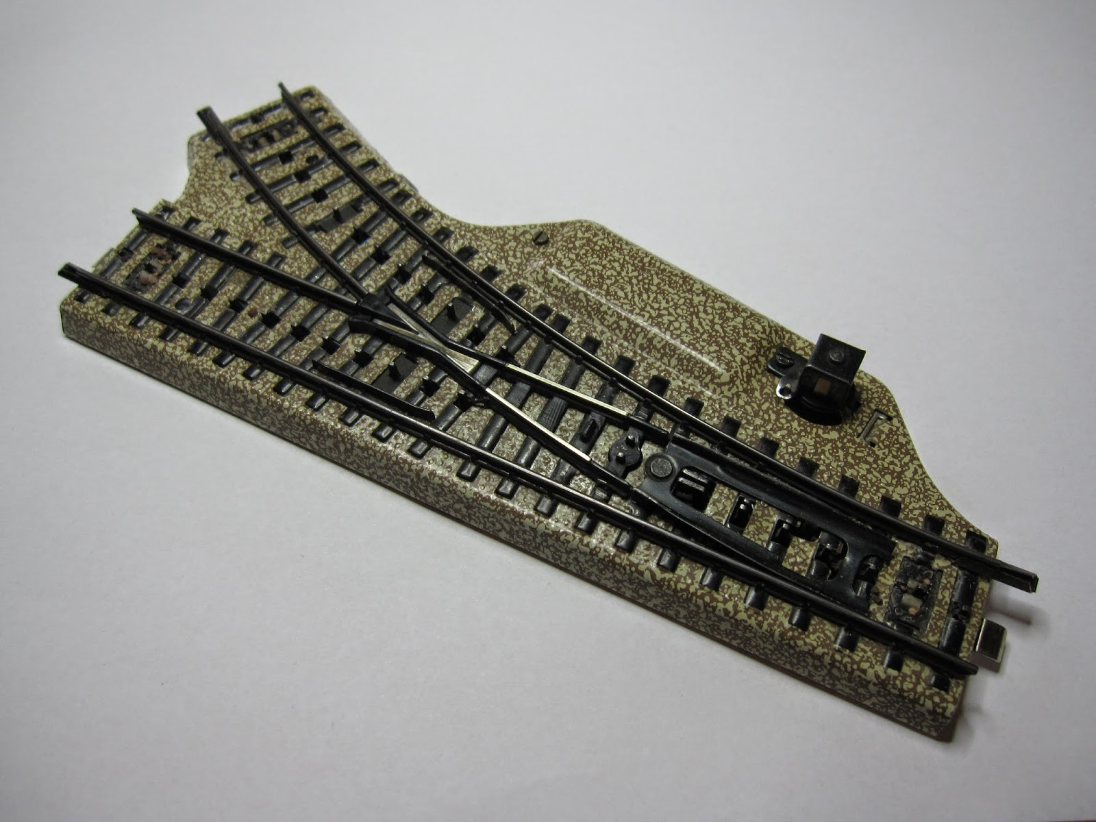 Modellbahn-Technik-Blog: Die polarisierte M-Gleis-Weiche ...