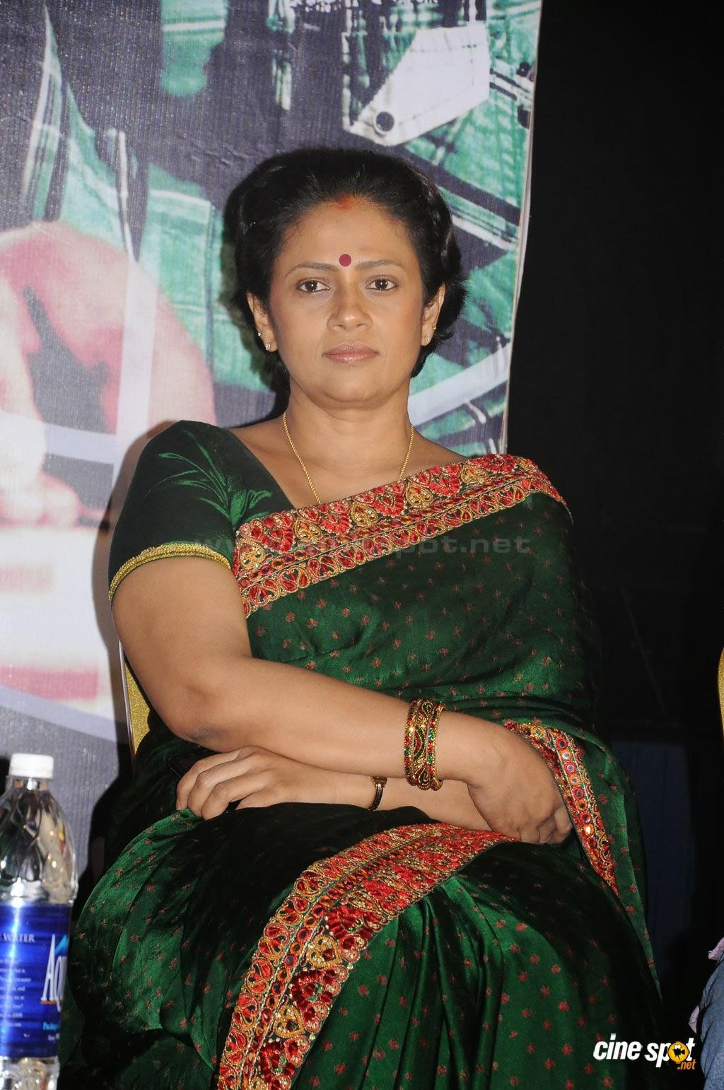 Aunty Hot Lakshmi Ramakrishnan Latest Hot Photos-7678