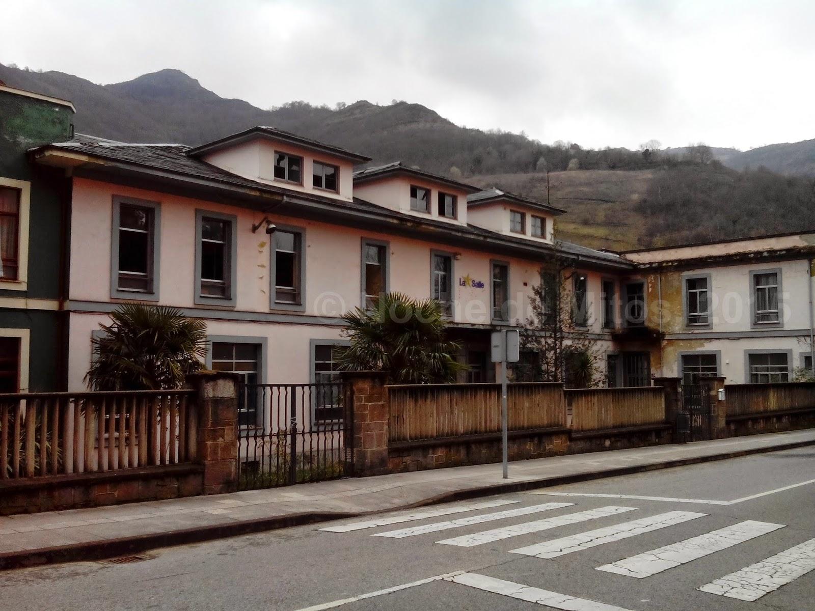 http://nochedemitos.blogspot.com/2015/04/album-especial-colegio-de-turon-podcast.html