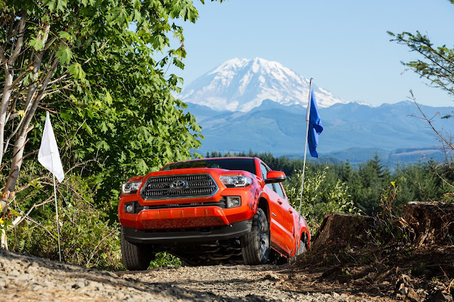 Front 3/4 view of 2016 Toyota Tacoma TRD Off Road 4X4 Double Cab