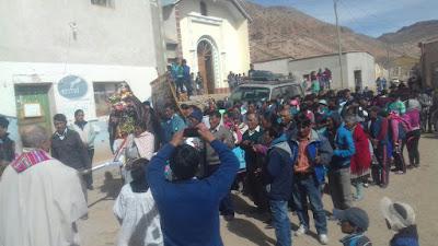 Bei der Prozession unseres geliebten Patrons San Antonio de Padua im Zentrum vom Bergdorf San Antonio de Esmoruco.