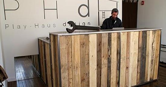 Desain meja resepsionis dari pallet bekas  1000 Inspirasi Desain Arsitektur Teknologi