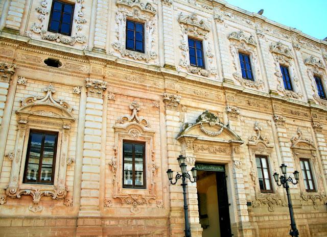 palazzo antico, palazzo della provincia, monumento