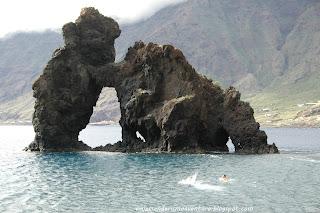 Nadando hacia el Roque Bonanza