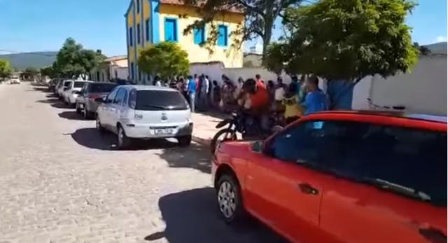 Moradores de Ituaçu vão parar na delegacia após retirada de correntes na Gruta e população se revolta