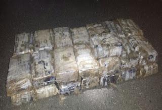 DNCD apresa en la autopista de San Isidro a un hombre con más de 30 kilos de cocaína escondida en una jeepeta