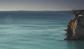 Η θάλασσα ξέρει πως να μετατρέπει τον πόνο σου σε ηρεμία και γαλήνη