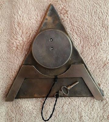 simbolos_masonicos_triangulo_tapa