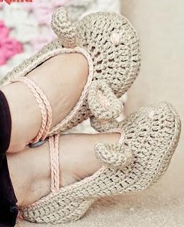 http://www.katia.com/blog/es/2014/04/11/patron-gratuito-ganchillo-zapatillas-conejito-pascua/